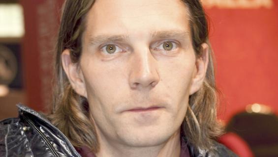 Janne Ahonen bongattiin ystäviensä kanssa huoltoasemalta.