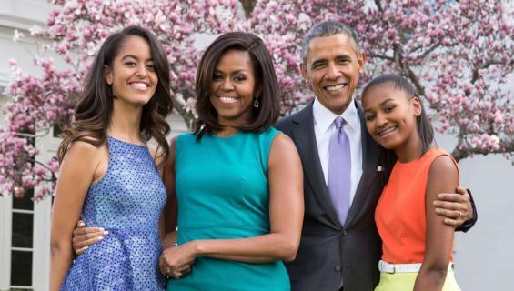 Barack, Michelle, Malia ja Sasha Obama muuttavat uuteen kotiin.