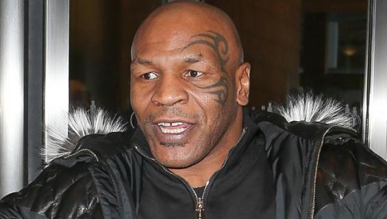 Mike Tyson ulkona