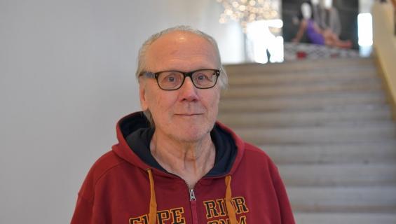 Heikki Nousiainen tähdittää Rakkautta vain -tv-sarjaa.