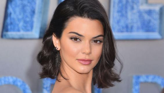 Kendall Jenner nänni valkoinen toppi