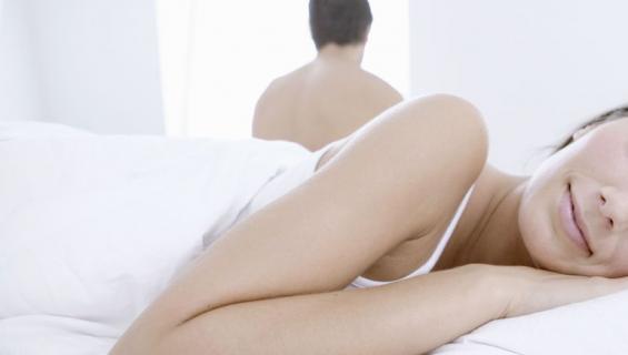 Mies sanoo harrastaneensa toisen naisen kanssa seksiä unissaan.