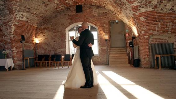 Ensitreffit alttarilla -pariskunnan häätanssi