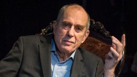 Jörn Donner esiintyi kirjamessuilla.