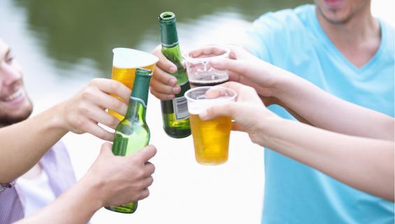 Alkoholi on vaarallinen aine.