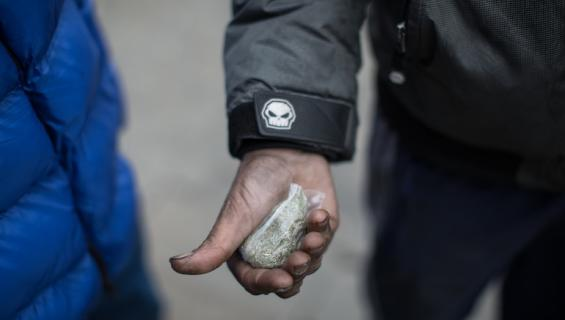 Valkoihoiset syyllistyvät todennäköisemmin huumeiden hallussapitoon.
