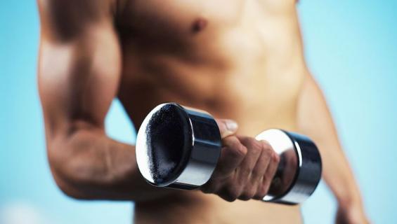 Lihaksikas mies on naisten mieleen.