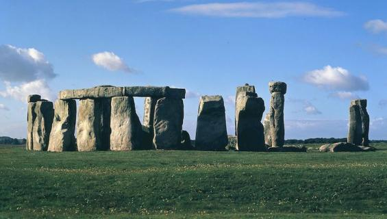 Stonehenge kiehtoo tutkijoita.