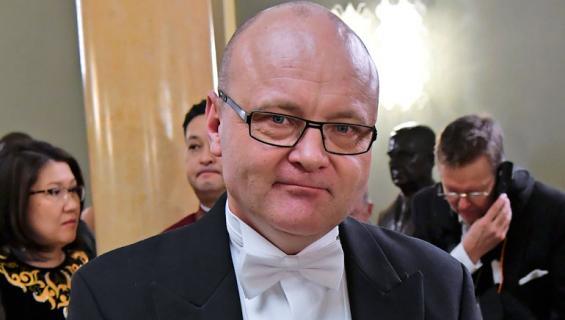 Tapio Suominen saapui Linnan juhliin.