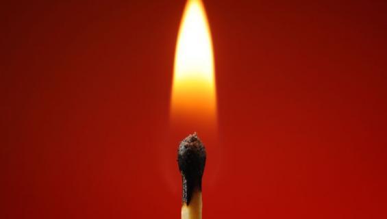 Mustasukkainen poikaystävä sytytti tulipalon.