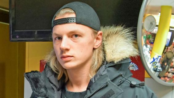 Hugo Järv vei vanhemmiltaan rahaa.