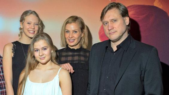 Samuli Edelmannin perheellä on aihetta juhlaan.