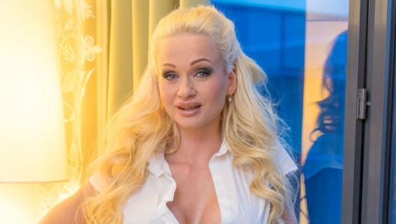 Cindy Sun on suosittu pornotähti.