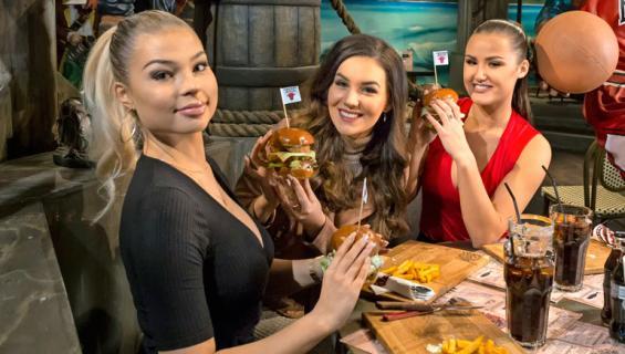 Missit testasivat Lauri Markkasen burgerit.