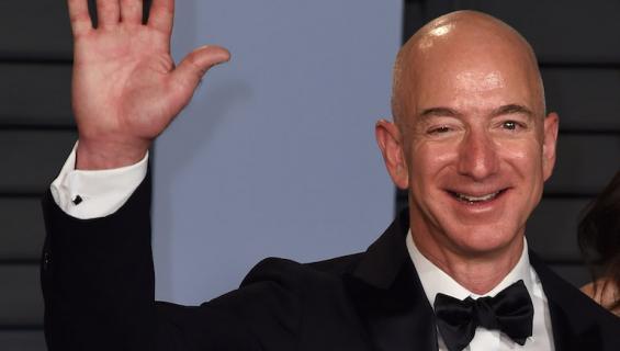 Jeff Bezos on Amazonin johtaja.
