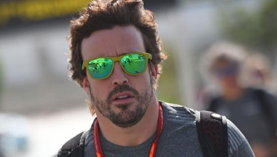 Fernando Alonso pokasi mallin.