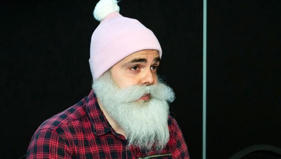 Ari Koponen, eli Brother Christmas heitti tavaraa roskiin.