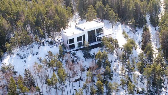 Kavalluksesta epäilty rakennutti kolikoilla hulppean kivilinnan Turun saaristoon.