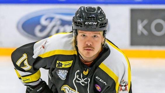 VilleGalle pelaa jääkiekkoa.