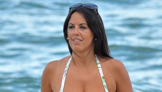 Claudia Romani villitsi uimarannalla.