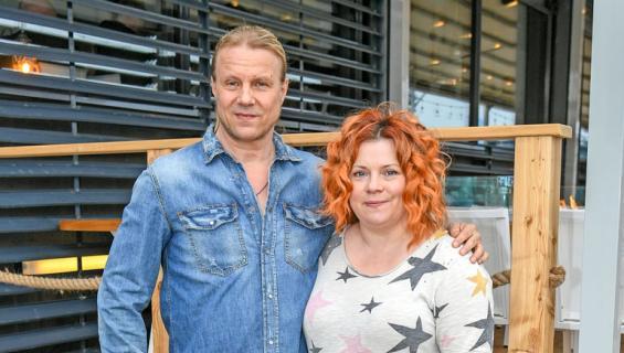 Kiti Kokkonen ja Olli Tikka ravintolan avajaisissa.