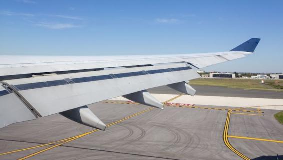 Matkustaja hyppäsi koneesta.