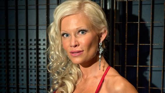 Linda Lampenius julkaisi bikinikuvan.