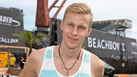Roni Bäck saa paineita suosiosta.