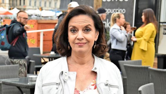Anna-Leena Härkönen lomailee ilman Riku Korhosta.