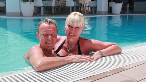 Matti ja Pia Nykänen lomailivat Kreetalla.