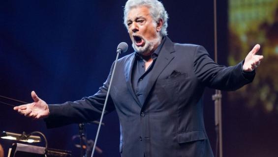 Nainen rakasti Plácido Domingon ääntä.