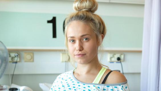 Janita Lukkarinen on syöpähoidossa.