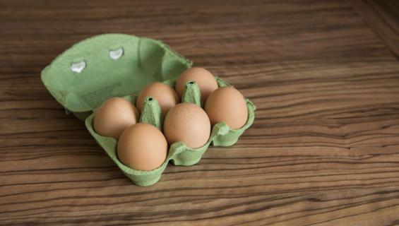 Mies käytti kananmunia outoon tarkoitukseen.