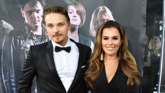 Roope Salminen ja Sara Sieppi yrittivät paikata suhdettaan lemmenlomalla.