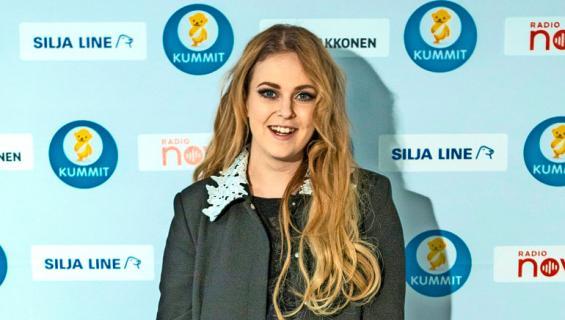 Ellinoora esiintyi Särkänniemen kesäkauden päättäreissä.