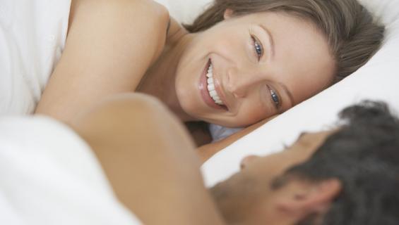 Sängystä ei kannata ampaista ylös heti seksin jälkeen.