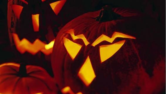 Halloween-kurpitsan kaivertaminen on vaarallista.
