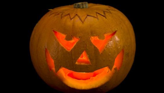 Halloween-koristeiden kuuluu olla pelottavia.