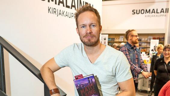 Näyttelijä Matti Laine kirjoittaa dekkareita.