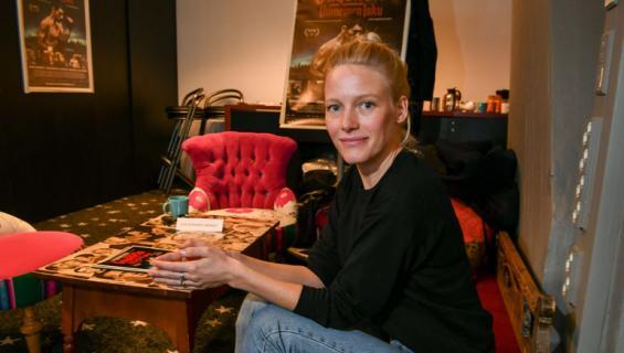 Laura Birn opetteli maalaamaan.