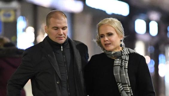 Petra Olli ja Indrek-rakas suunnistivat Helsingin yössä.