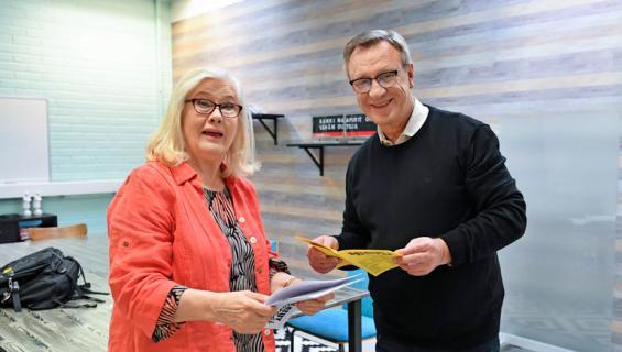 Maija-Liisa peuhu ja Esko Kovero Seiskan Salkkarit-visassa.