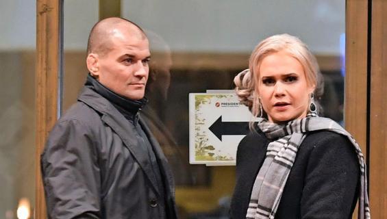 Petra Olli ja Indrek-rakas Helsingin yössä.