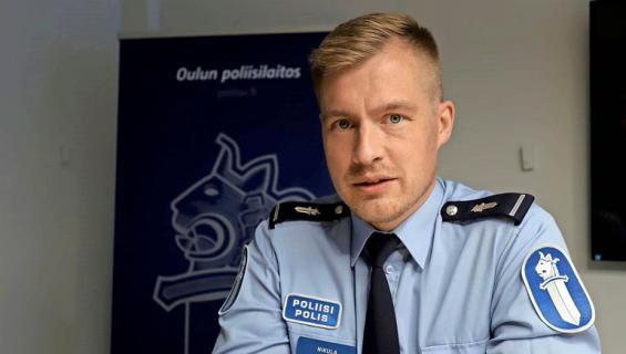 Lauri Nikula antaa ohjeet someen.