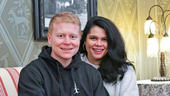Sampo Kaulanen uusi vihkivalansa Minttu-vaimonsa kanssa.