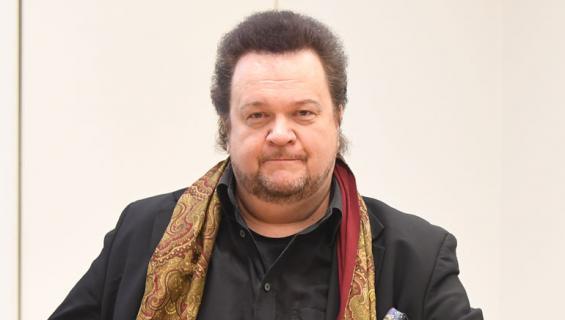 Oopperalaulaja Hannu Jurmulle luettiin viisi syytettä pahoinpitelyistä sekä yksi syyte lievästä pahoinpitelystä.