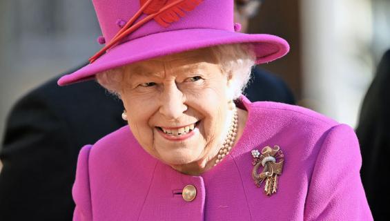 Kuningatar Elisabet tarvitsee kokin.