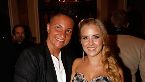 Elina Gustafsson kihlasi Emmi-rakkaansa.