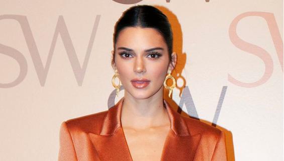 Kendall Jenner tyrmäsi bleiseriasullaan New Yorkin muotiviikolla.