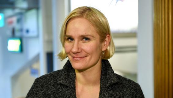 Laura Malmivaara nähtiin tupakalla.